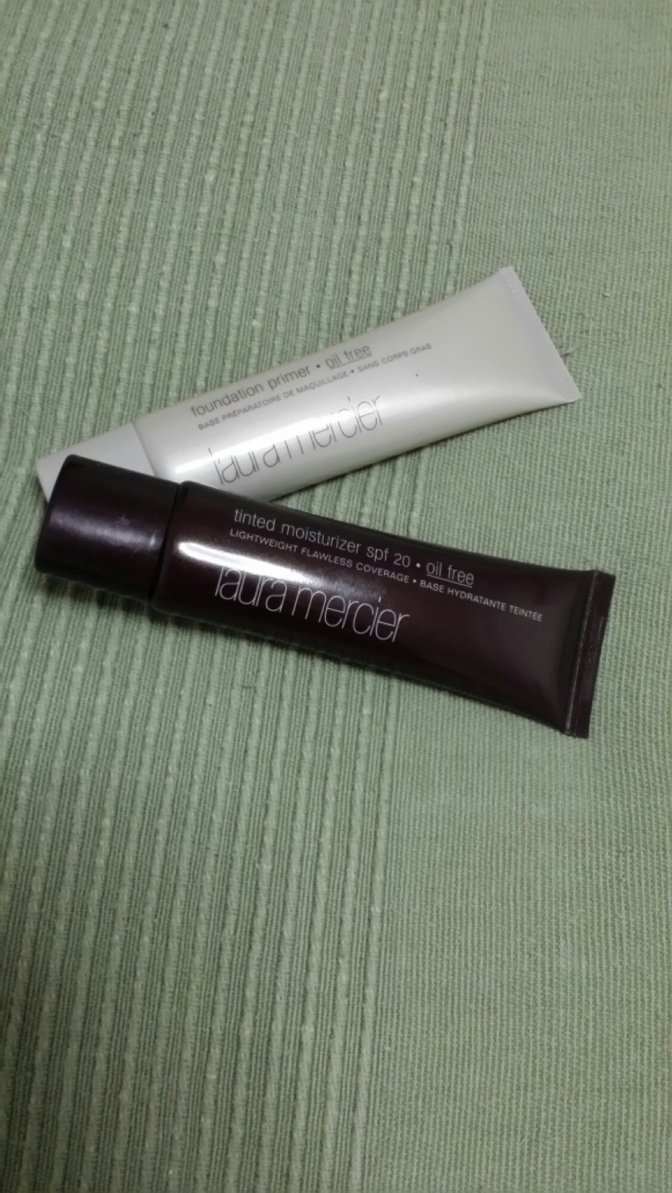 Laura Mercier – Foundation Primer & Tinted Moisturizer (Oil Free)